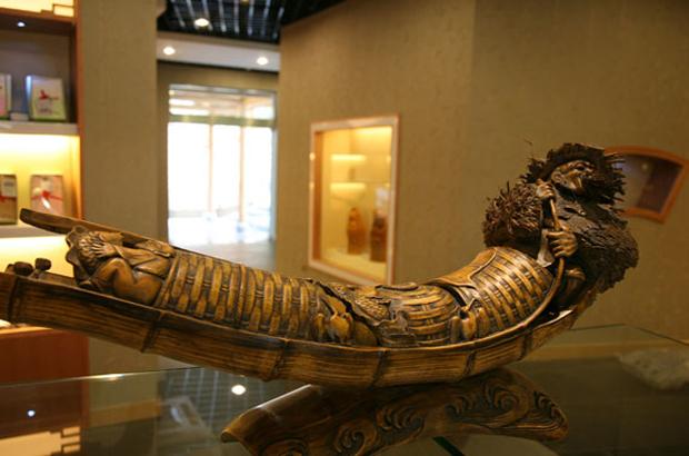 竹根雕就是南山竹海最具代表性的土特产之一.