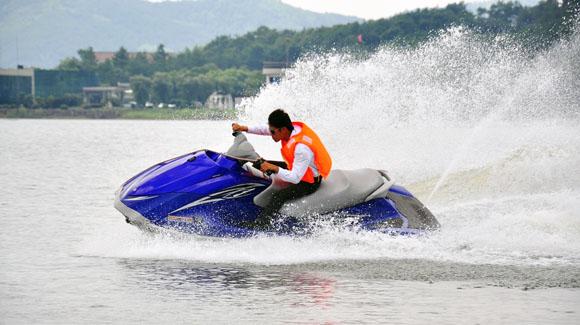 天目湖山水园摩托艇